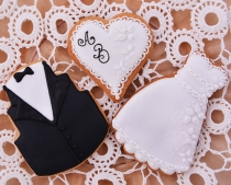 hand decorated wedding cookies